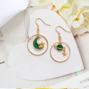 🔥New green planet and moon earrings